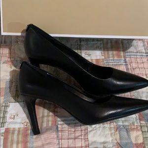 Michael Kors Shoes - Michael Kors black leather pumps